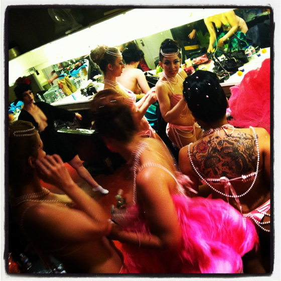 The Hot Pink Feathers backstage. ©Bobbie Burlesque