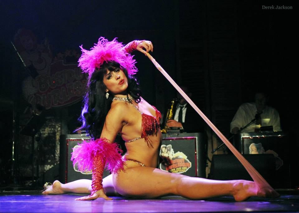 Ginger Valentine performing in Bustout Burlesque.  ©Derek Jackson