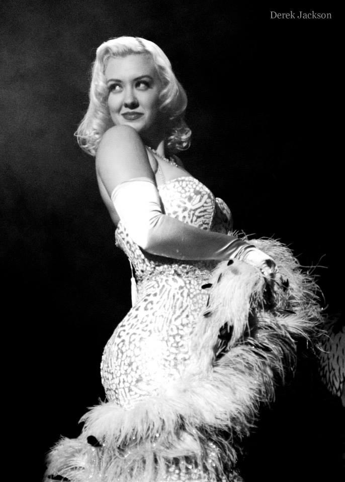 Missy Lisa performing in Bustout Burlesque.  ©Derek Jackson