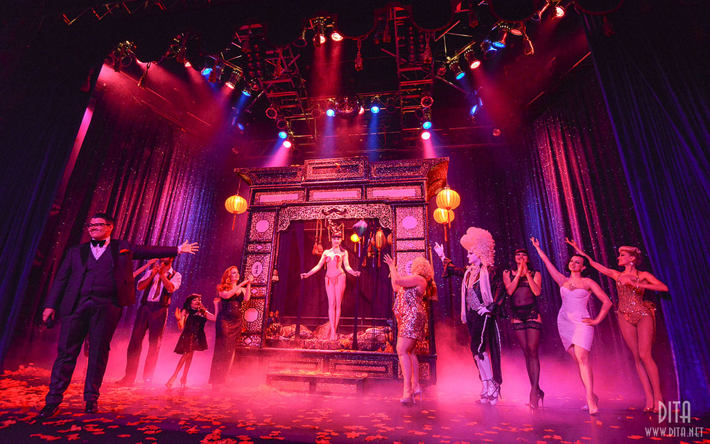 The Cast of Strip Strip Hooray! (Strip Strip Hooray!  Chicago 2013)  ©Scott Harrison