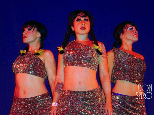 The Pontani Sisters, TOR 2003.  ©Don Spiro
