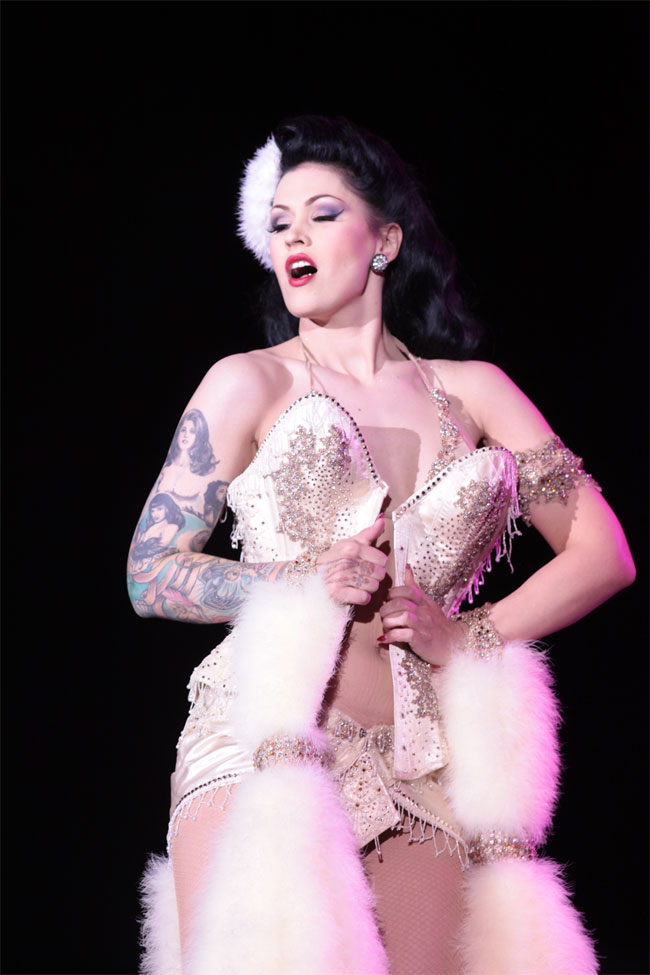 LouLou D'vil performing her winning routine.  ©Don Spiro (Burlesque Hall of Fame Weekend 2013)
