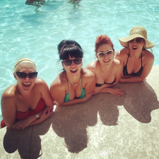 My Texan Girls! Missy Lisa, Ginger Valentine, Angie B. Lovely and Renee Holiday.  ©Minnie Tonka