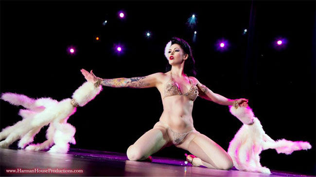 LouLou D'vil performing her winning routine.  ©Chris Harman  (Burlesque Hall of Fame Weekend 2013)