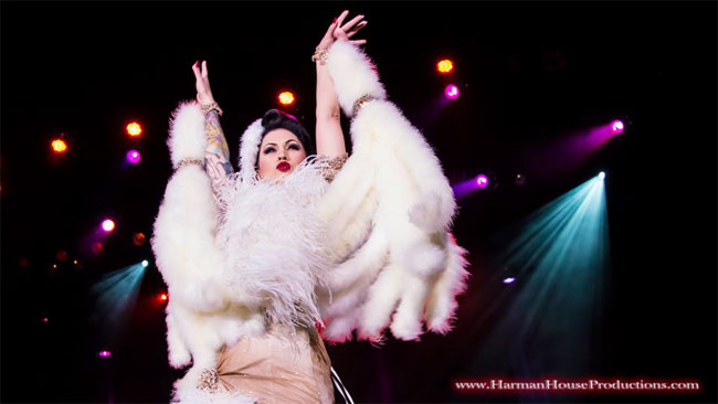 LouLou D'vil thrills the crowd with her winning routine.  ©Chris Harman  (Burlesque Hall of Fame Weekend 2013)