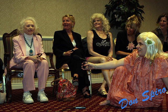 Dixie Evans speaking at the Burlesque Hall of Fame Weekend 2009 Legends Panel.  ©Don Spiro