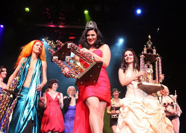 Roxi DLite was crowned Miss Exotic World, Reigning Queen of Burlesque at The Burlesque Hall of Fame Weekend 2010.  ©Michael Albov