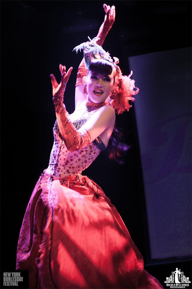Hazel Honeysuckle at the New York Burlesque Festival Thursday Night Teaser Party.  ©Angela McConnell