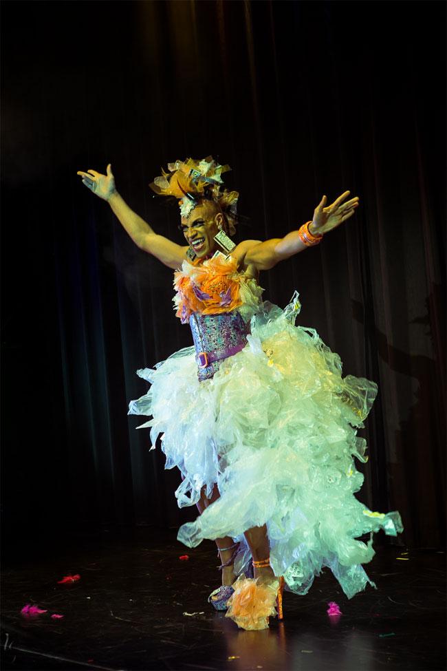 Luminous Pariah at the Berlin Burlesque Festival 2013.  ©Heinrich v. Schimmmer (www.heinrichvonschimmer.de)