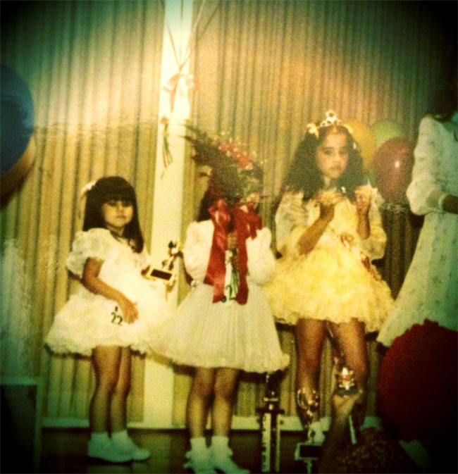 Green-eyed Mini-Melody Sweets (left) in a pageant. ©Melody Sweets