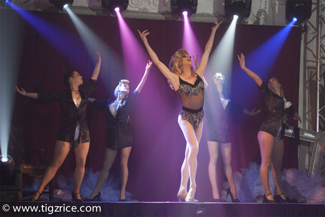 """""""A born entertainer"""": Miss Danni Dee. ©Tigz Rice  (Review: Burlesque On Ice)"""