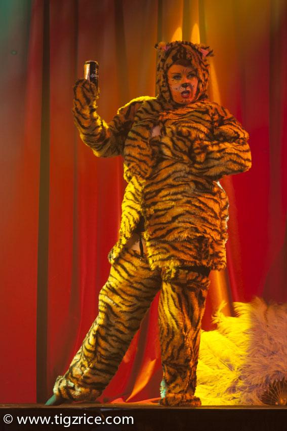 Glorian Gray.  ©Tigz Rice (Review: Burlesque on Ice)