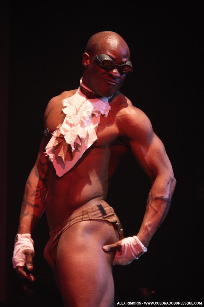 Ray Gunn at the Southwest Burlesque Showcase. ©Alex Rimorin