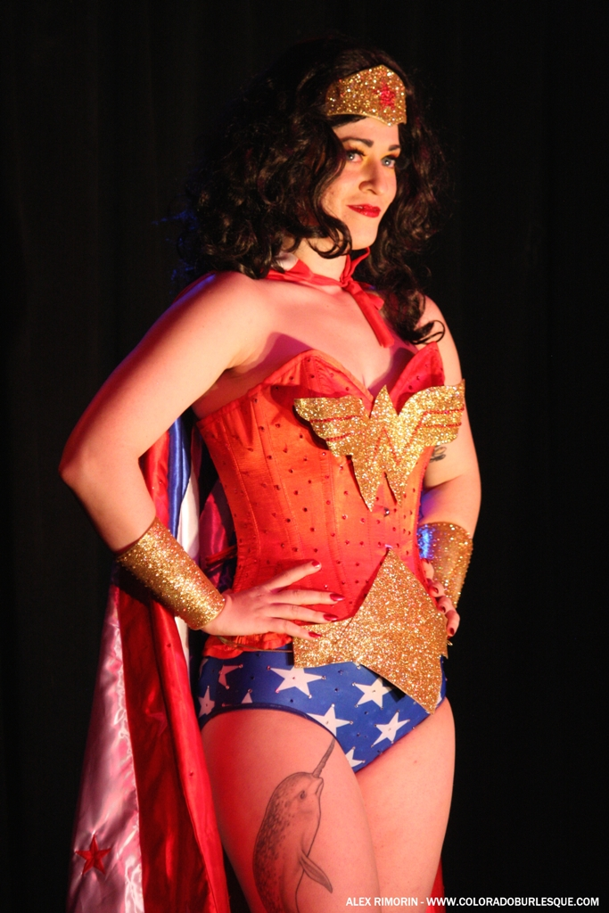 Shan de Leers at the Southwest Burlesque Showcase. ©Alex Rimorin