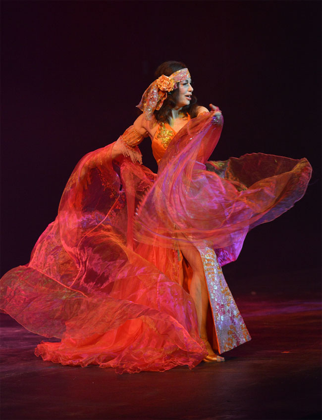 Burlesque legend Shannon Doah at the Southwest Burlesque Showcase. ©Troy Staat