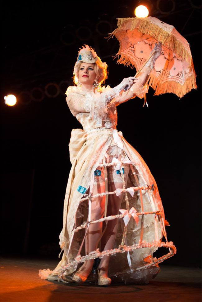 Scarlett James at the Vermont Burlesque Festival 2014.   ©Michael Z Rork, Zinfandel Photography
