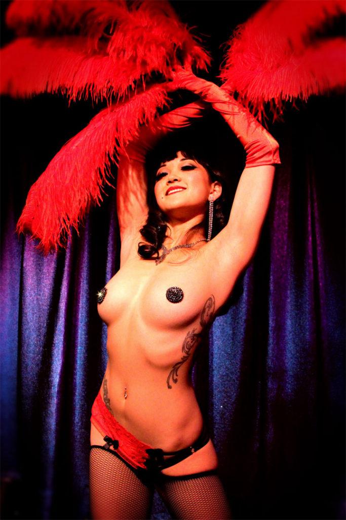 Midnite Martini. ©Phiix Media (Interview: Midnite Martini, Reigning Queen of Burlesque 2014 – 21st Century Burlesque Magazine)