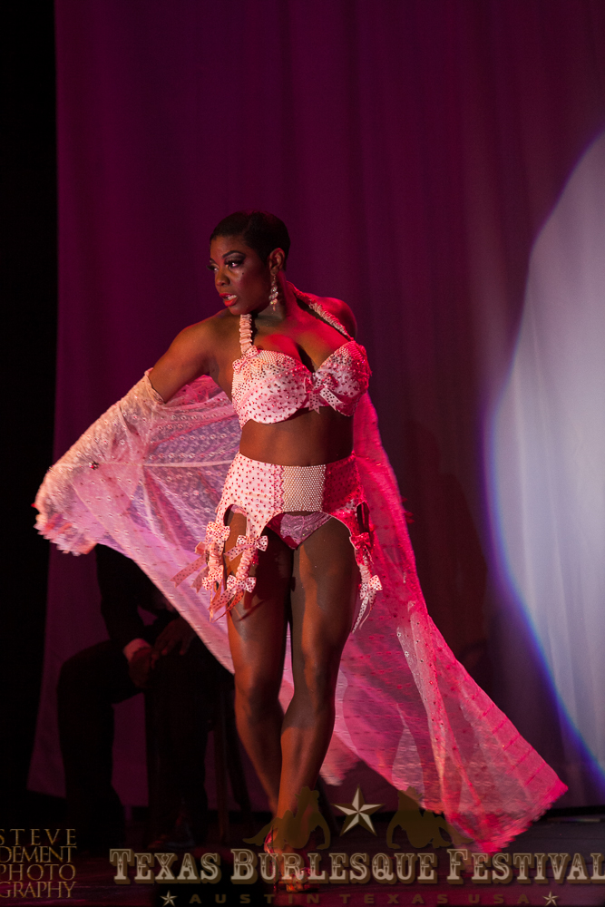 Perle Noire at the Texas Burlesque Festival 2014.  ©Steve DeMent Photography