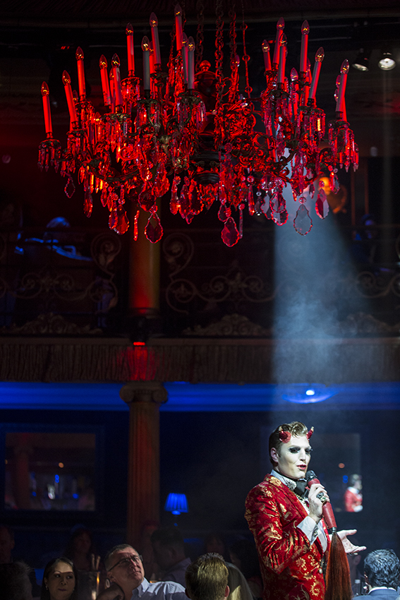 Reuben Kaye in Cabaret des Distractions at Cafe de Paris.  ©Al Veryard