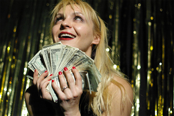 Julie Atlas Muz fondling the revenue from a Starshine benefit for BHoF. ©Jo Weldon (Jo Weldon: The Value of Burlesque)