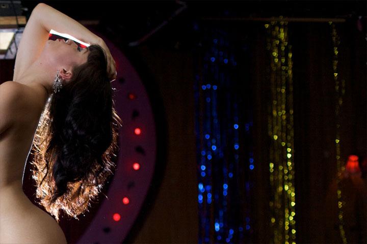 London burlesque performer Bettsie Bon Bon in the All Nude Cabaret Charity Calendar.  ©Sin Bozkurt