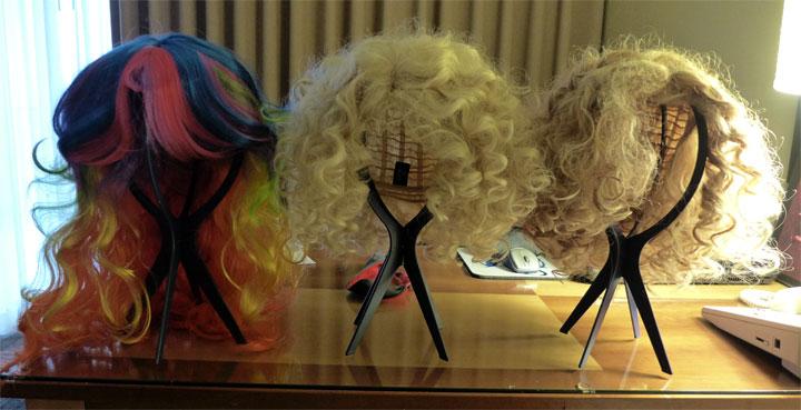 Loxie Arcane's wigs on the table.  ©Bettie Blackheart (Bettie Blackheart's BurlyCon 2014 Diary)