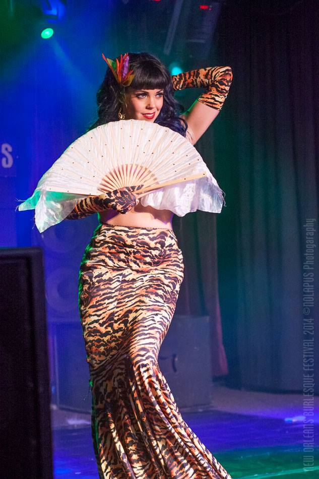 Lydia DeCarllo at the New Orleans Burlesque Festival 2014.  ©NOLAPUS.com