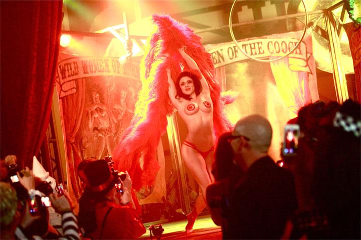 Roxi D'Lite at Theatre Bizarre 2014.  ©Neil Kendall