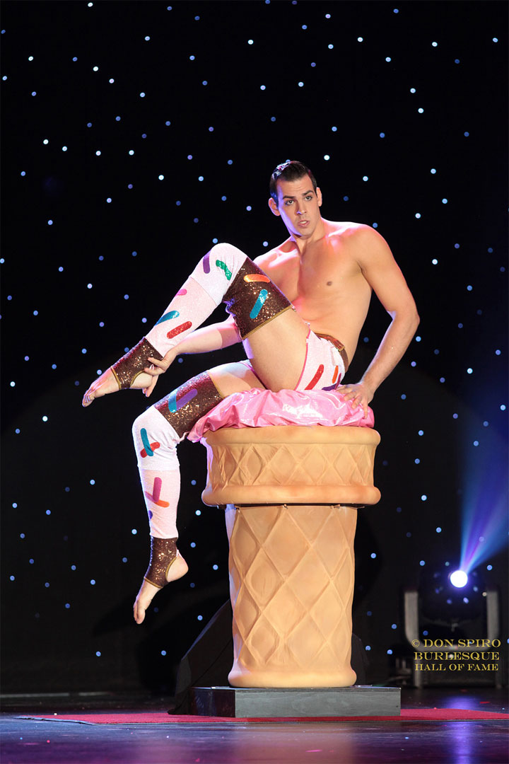 Mr Gorgeous at the Burlesque Hall of Fame Weekend 2014.  ©Don Spiro