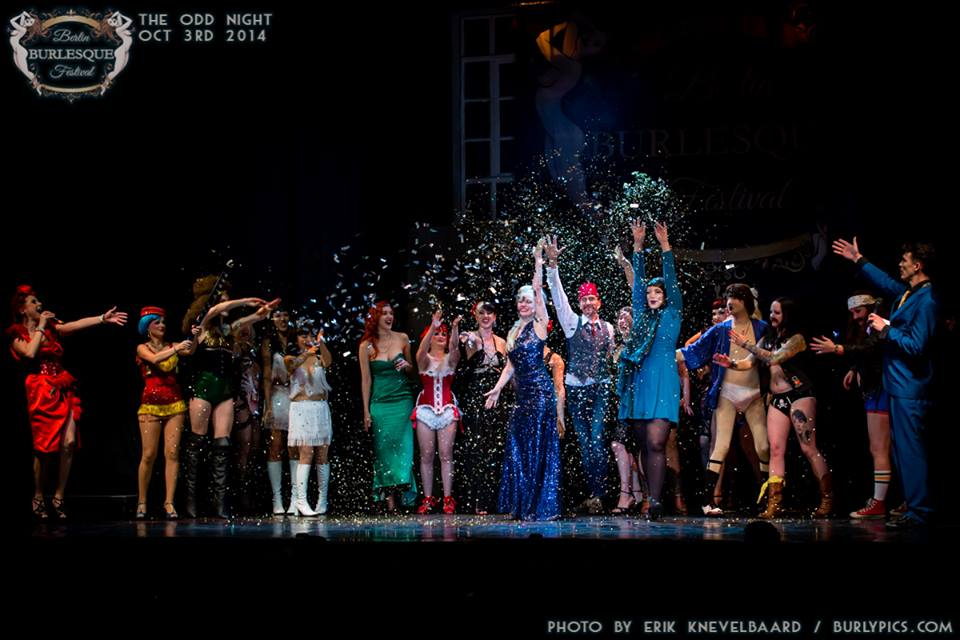 Curtain call at the Berlin Burlesque Festival.  ©Erik Knevelbaard