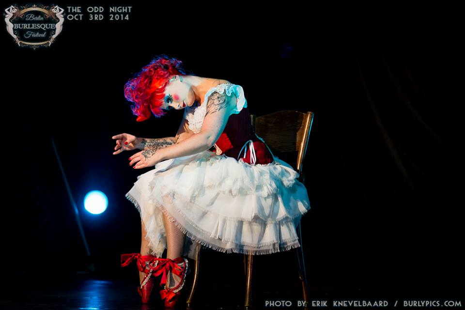 Kiki Beguin at the Berlin Burlesque Festival.  ©Erik Knevelbaard