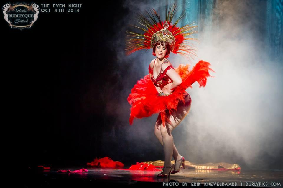 Xarah Von Den Vielenregen at the Berlin Burlesque Festival.  ©Erik Knevelbaard