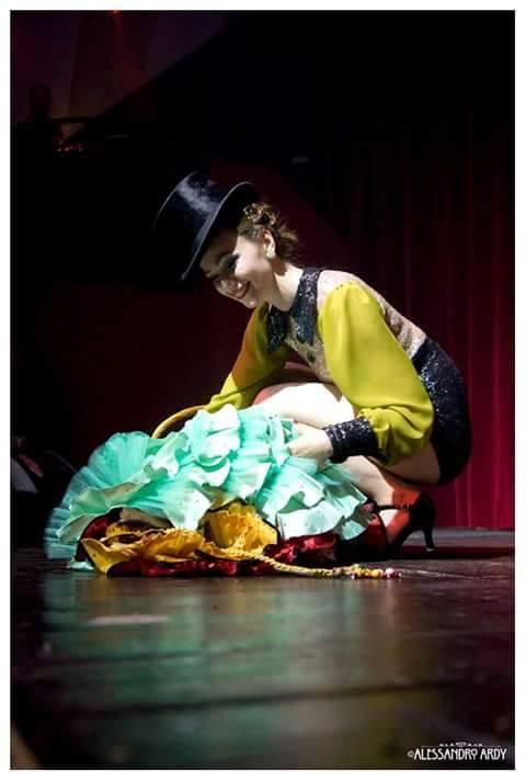 Tina Topago stage kittening.  Copyright Alessandro Ardy