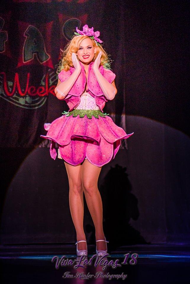 Audrey Deluxe in the Viva Las Vegas 2015 burlesque showcase.  ©Tim Hunter
