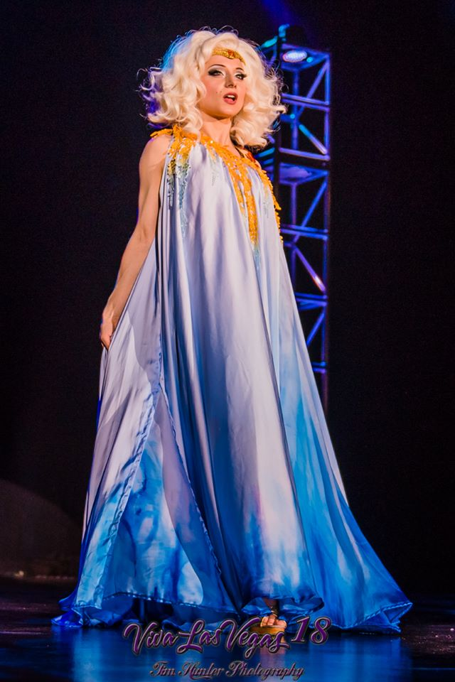 The One and Only Inga in the Viva Las Vegas 2015 burlesque showcase. ©Tim Hunter