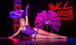 Red Hot Annie in the Viva Las Vegas 2015 burlesque showcase. ©Tim Hunter
