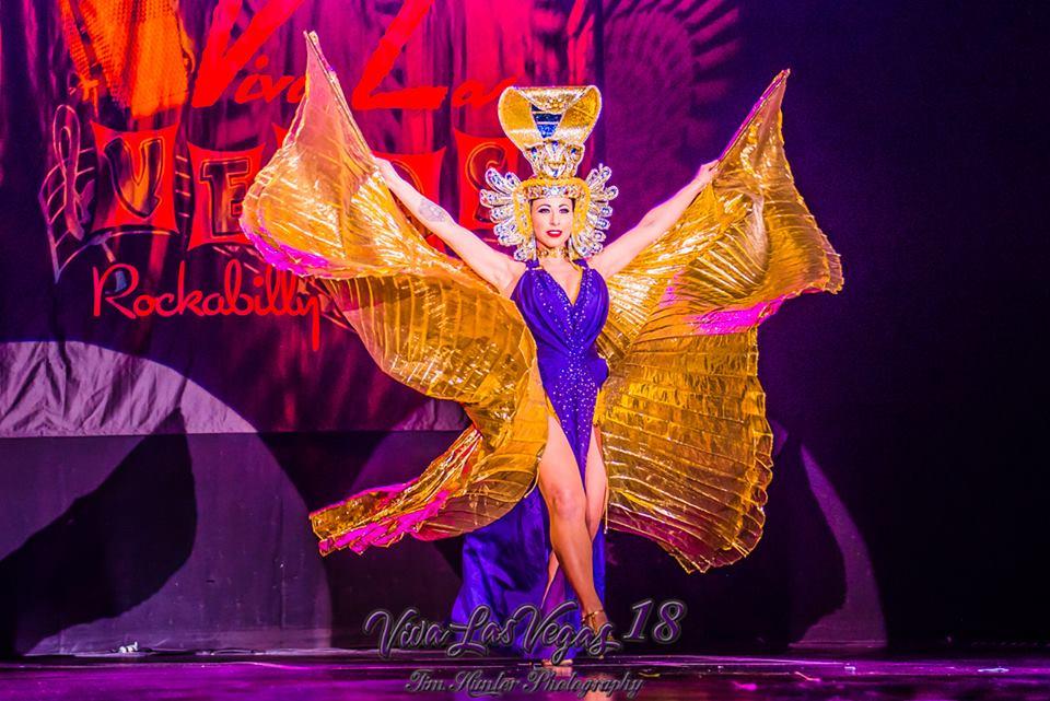 Angie Pontani in the Viva Las Vegas 2015 burlesque showcase.  ©Tim Hunter