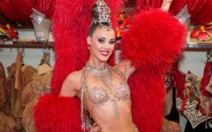 Claudine Van Den Bergh, Moulin Rouge showgirl. ®Moulin Rouge-« S.Wells