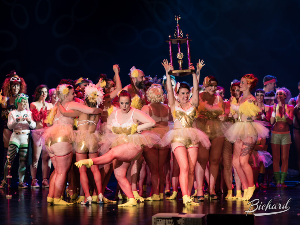 The Screaming Chicken Theatrical Society win Best Large Group at the Burlesque Hall of Fame Weekend 2016. Copyright: John-Paul Bichard for 21st Century Burlesque Magazine