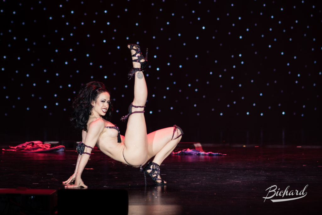 Sweetpea competes for Miss Exotic World, Reigning Queen of Burlesque at the Burlesque Hall of Fame Weekend 2016. Copyright: John-Paul Bichard