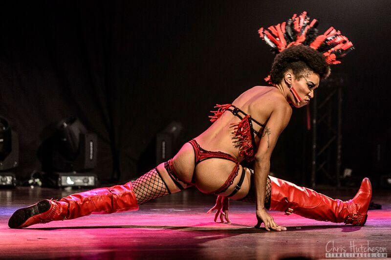 Jeez Loueez at the Toronto Burlesque Festival 2015, by Chris Hutcheson.