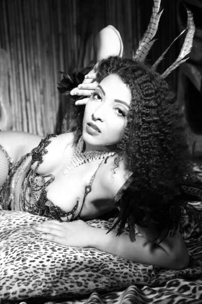 Cece Sinclair appearing at the Sheffield Burlesque and Cabaret Extravaganza, by Neil Kendall