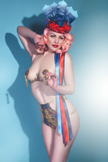 Jeanie Wishes appearing at the Sheffield Burlesque and Cabaret Extravaganza, by V Anchor Studio