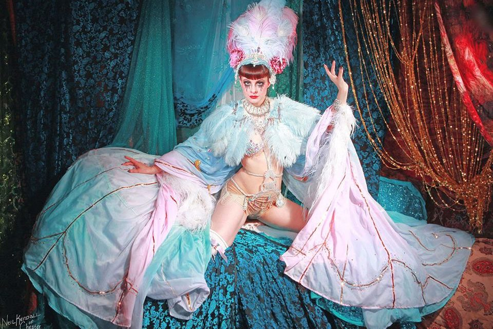Photos: 12 Sizzling Burlesque Starlets Spicing up Sheffield