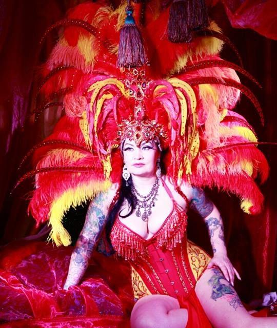 Raven Noir: Burlesque in the Blood
