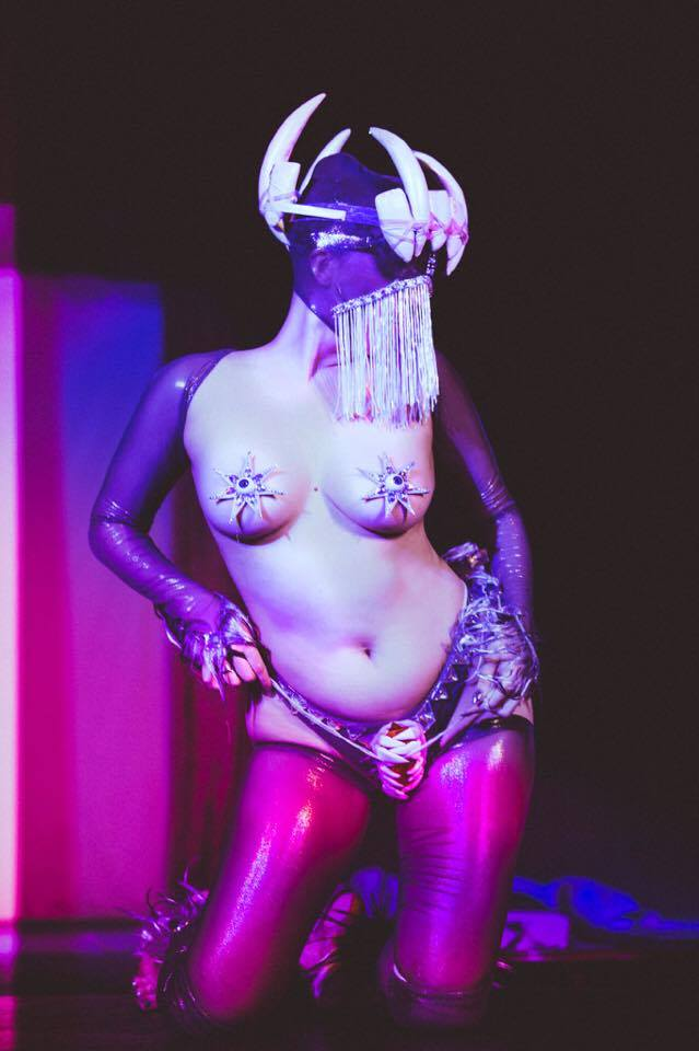 Bella de Jac in Baby Got Back burlesque in Australia. (c. Frankie Valentine)